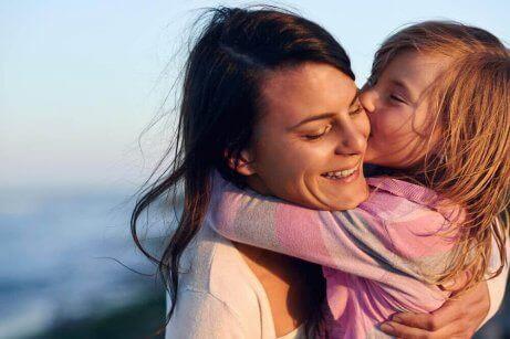 mutlu bir anne ve çocuk