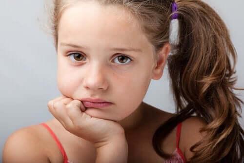 mutsuz kız çocuğu