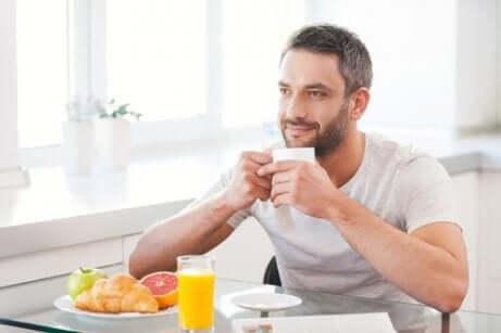 sağlıklı beslenen erkek
