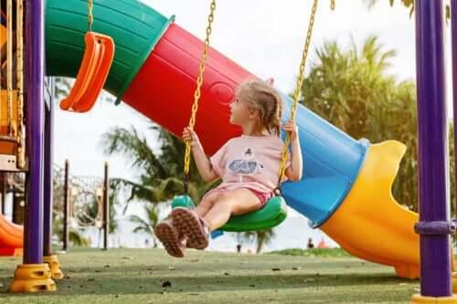 Çocuğum Tek Başına Oyun Oynamayı Tercih Ediyor: Endişelenmeli Miyim?