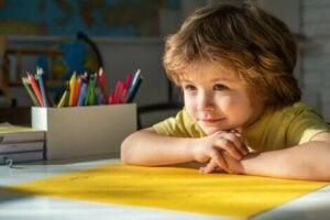 Çizim yapan çocuk