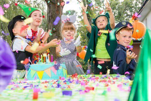 çocuklarda doğum günü partisi