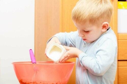 yemek yapan çocuk, şeker tüketimi, yapay tatlandırıcılar