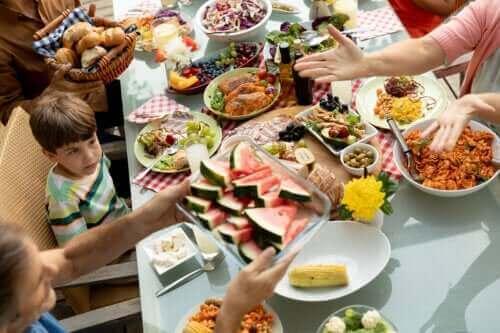 Çocuklar İçin Bilinçli Beslenme: Neden ve Nasıl Yapılır?