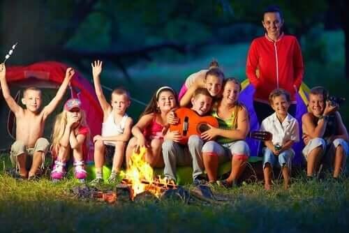 Yaz aylarında çocukların rutinindeki değişiklikler ile ilgili bir görsel.