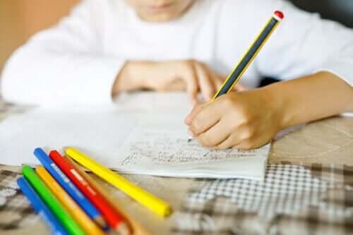 Çocuklarınızın Elle Yazmayı Öğrenmesi Neden Önemli?