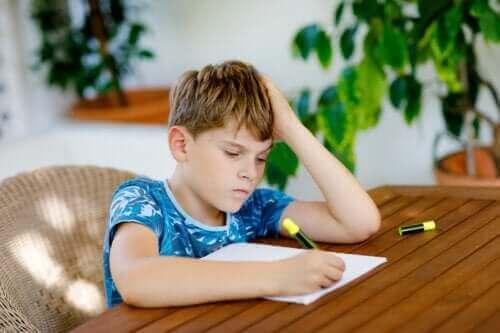 Çocuklar Ödev Yapmayı Reddettiğinde Ne Yapmalı?