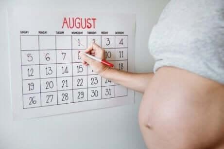 doğumdan önce kuşkularınızın olması: gün sayan hamile kadın