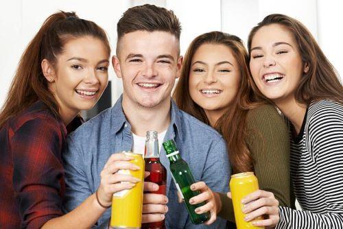 Ergenlikte Alkol Tüketimi: Uyarı Sinyalleri Nelerdir?