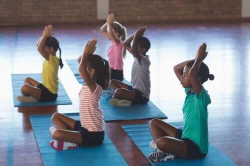 Sınıfta Yoga: Özellikleri ve Faydaları