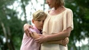 Oğlunu teselli eden anne