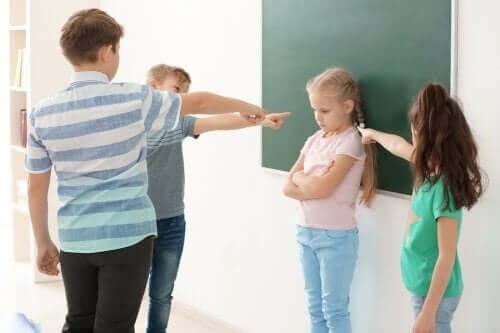 Çocuklukta Kişilik Komplekslerine Dair Bilmeniz Gerekenler