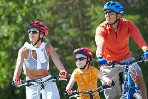 bisiklete binen bir aile