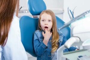 dişçiye gitmiş bir kız