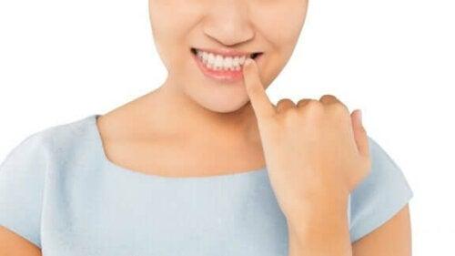 Dişlerin Renk Değiştirmesi Nasıl Önlenir?