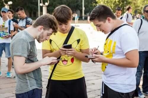 Pokemon Fenomeni Popüler Olmaya Devam Ediyor