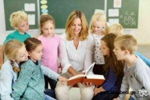 çocuklar için hikaye anlatıcıları