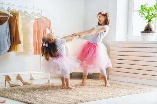 Çocuklar Ne Zaman Tek Başına Giyinmeye Başlamalı?