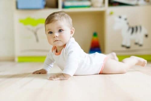 Bebeklere Oturmayı Öğretmek