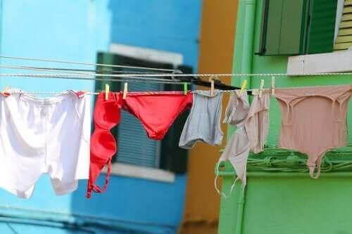 İç Çamaşırlarını Yıkamanın En İyi Yolu