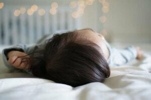 bebekler çok gür saçlı
