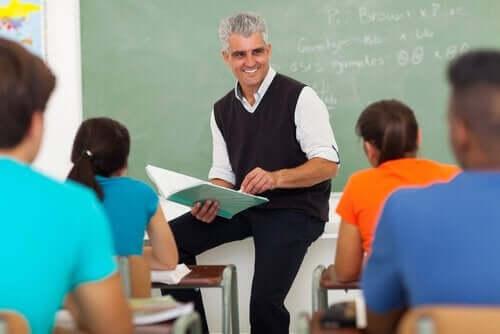Öğrencilerini motive etmek için kendisi motive olmuş bir öğretmen.